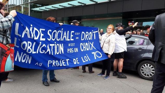 Des manifestants étaient réunis devant le ministère du Travail à Québec.