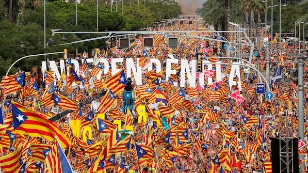 Des manifestants réclament l'indépendance de la Catalogne.