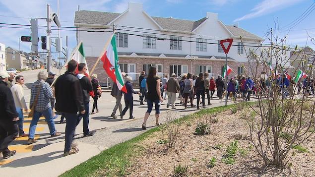 Une centaine de personnes ont pris part à la marche