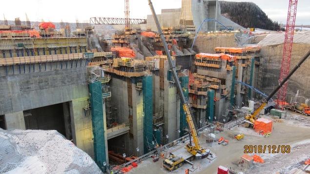 Une partie des structures qui supporteront les câbles sous-marins qui achemineront l'électricité de Muskrat Falls vers la Nouvelle-Écosse.