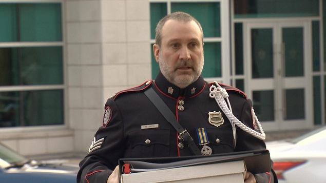 Le responsable de la Section d'identification médico-légale de la Force policière de Saint-Jean, le sergent Mark Smith, arrive au palais de justice de Saint-Jean le 30 novembre 2018.