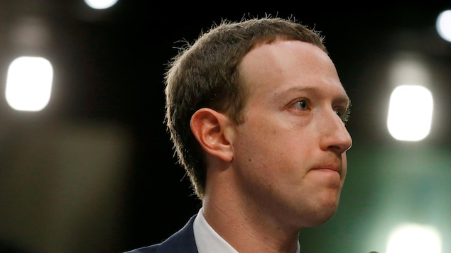 Le PDG de Facebook, Mark Zuckerberg, témoigne au Congrès américain dans la foulée du scandale des données personnelles obtenues par la firme Cambridge Analytica.