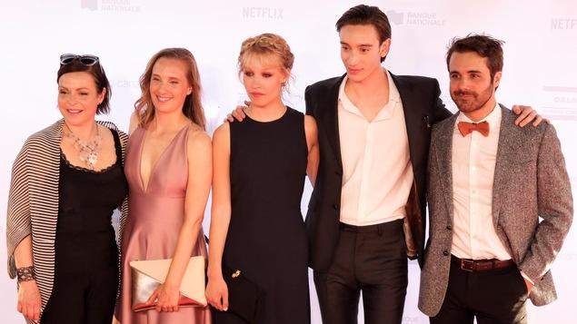 L'équipe du film <i>Chien de garde</i> pose sur le tapis rouge du Gala Québec Cinéma 2018.