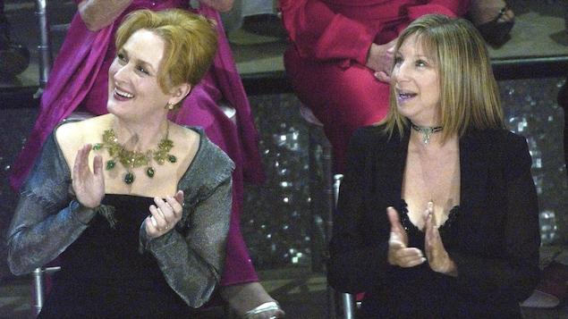 Meryl Streep et Barbra Streisand lors de la cérémonie des Oscars en 2003