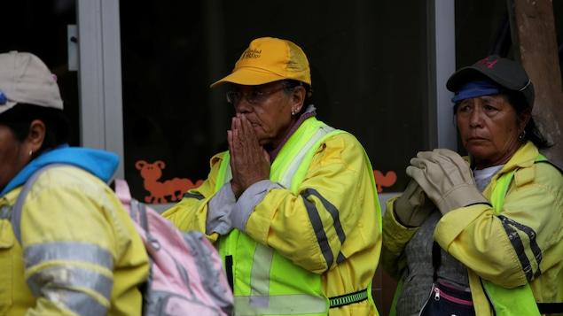 Réaction d'une femme lors de la recherche de survivants à Mexico frappée par un séisme