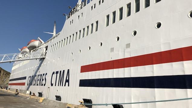Le navire CTMA Vacancier amarré au port de Montréal