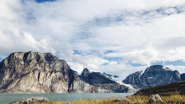 La vue sur les montagnes du fjord Sam Ford