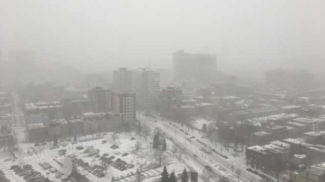 https://images.radio-canada.ca/w_635,h_357/v1/ici-info/16x9/montreal-tempete-2.JPG