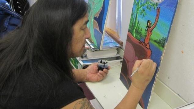Moses Amik Beaver utilisait, comme d'autres artistes autochtones, des couleurs éclatantes pour donner vie à la nature.
