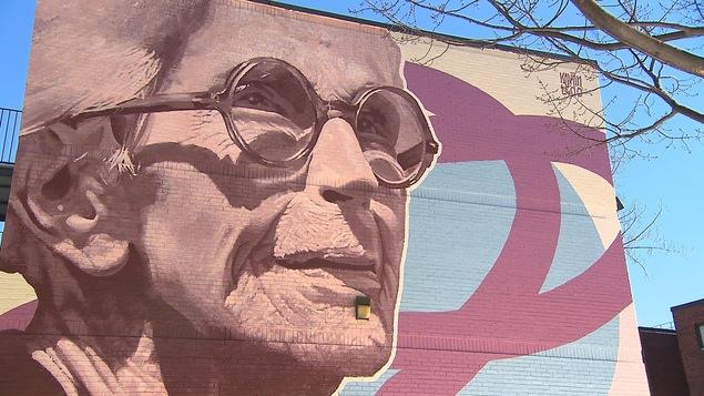 Une murale rendant hommage à la comédienne Janine Sutto, dans l'arrondissement de Ville-Marie, à Montréal.