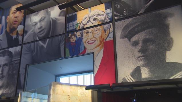 Au centre de la photo, un portrait de Gisèle Lalonde, présidente de S.O.S. Montfort, au Musée canadien des droits de la personne