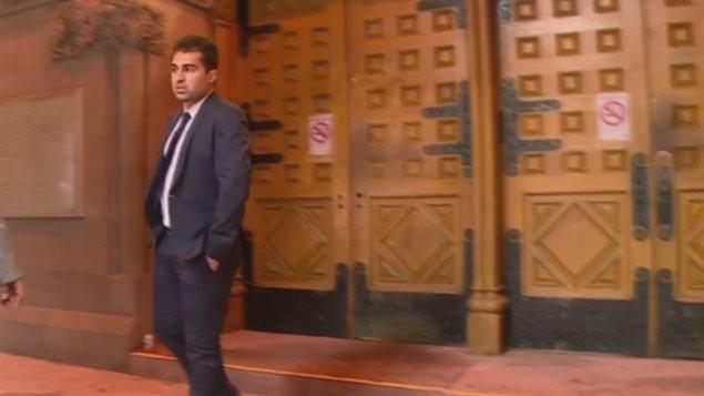 Une photo de Mustafa Ururyar au tribunal