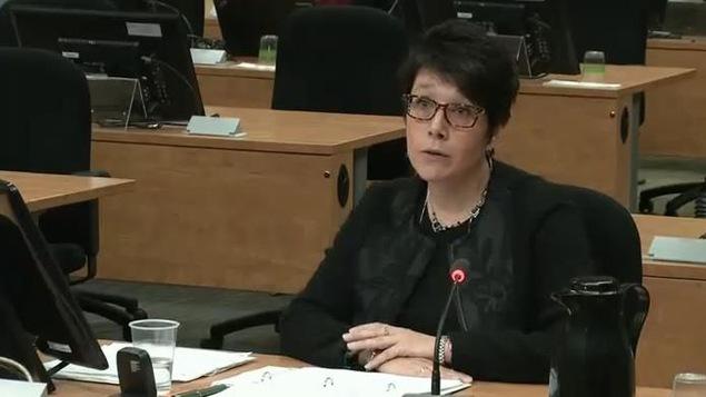 Nathalie Noël, directrice à la Direction des enquêtes et de la surveillance des marchés au ministère des Transports du Québec, lors de son passage à la commission Charbonneau en 2014