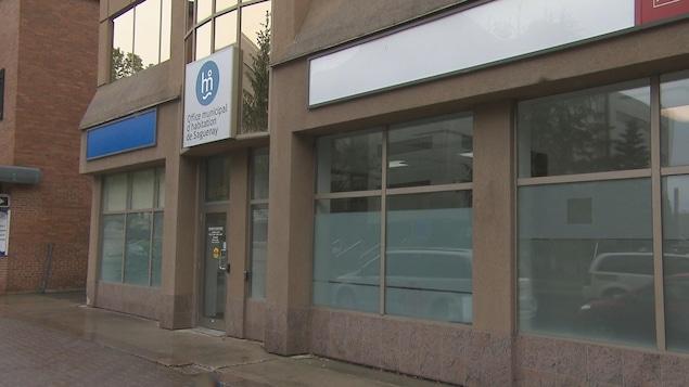 La devanture des bureaux de l'Office municipal d'habitation de Saguenay