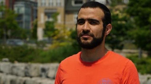 Omar Khadr lors de l'entrevue qu'il a accordée à l'émission Power & Politics, sur les ondes de CBC.