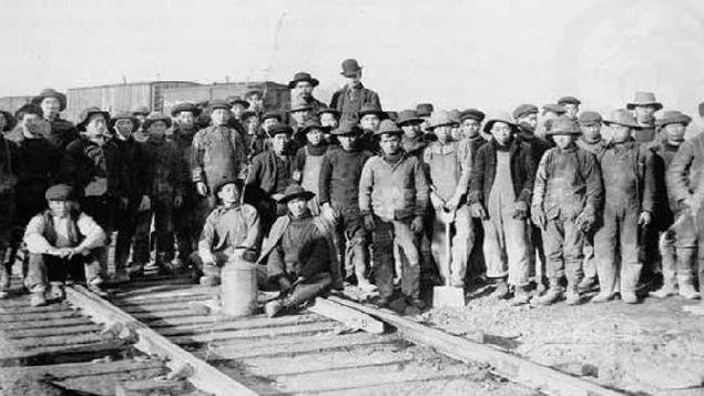 Des ouvriers chinois qui ont participé au développement du réseau de chemin de fer aux États-Unis.