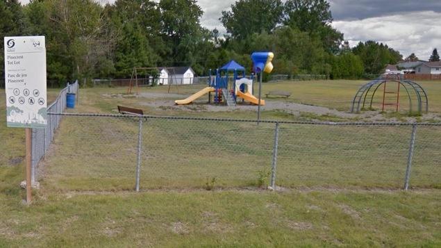 Le parc Pinecrest pour bambins à Val Caron, dans le Grand Sudbury.