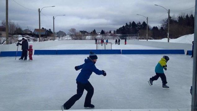 La patinoire de la Corporation des loisirs de Saint-Victor à Petit-Matane