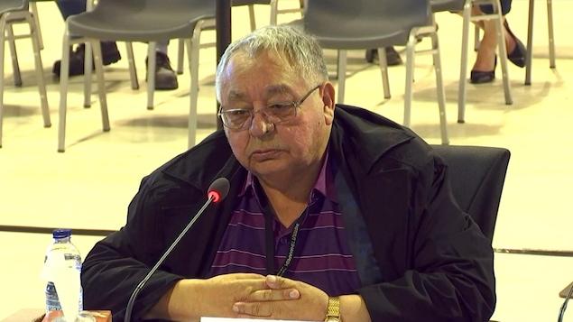 Paul-Émile Fontaine témoigne devant les membres de la commission Viens.