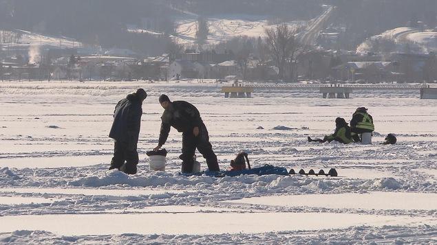 Les dialogues sur la pêche le bord de Perm