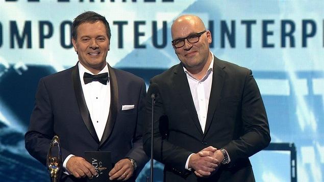 Le producteur et chanteur Mario Pelchat (à g.) et le président de l'ADISQ, Claude Larivée
