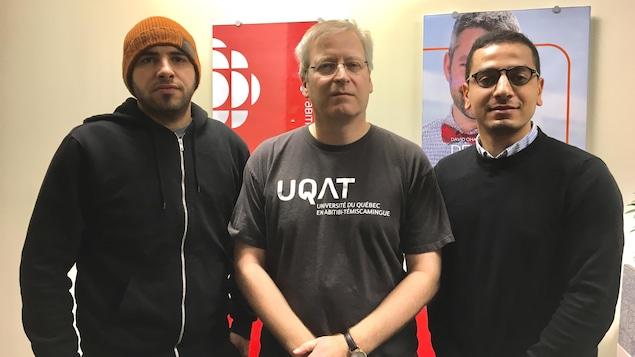 Mohammed Henneb, Louis Imbeau et Abdellah Ameur posent dans la station.
