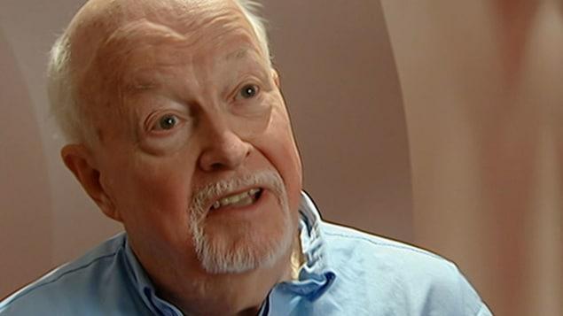 Le père Emmett Johns «Pops»