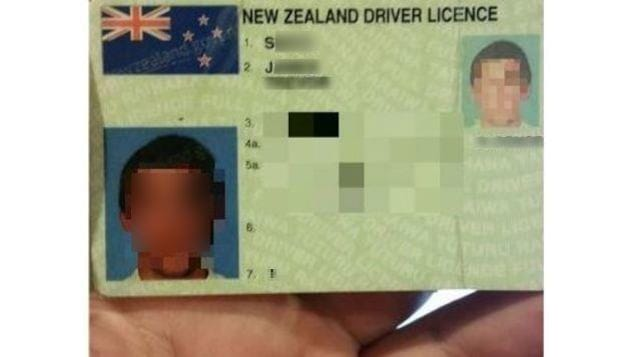 Photo d'un permis de conduire trouvée sur l'ordinateur public.