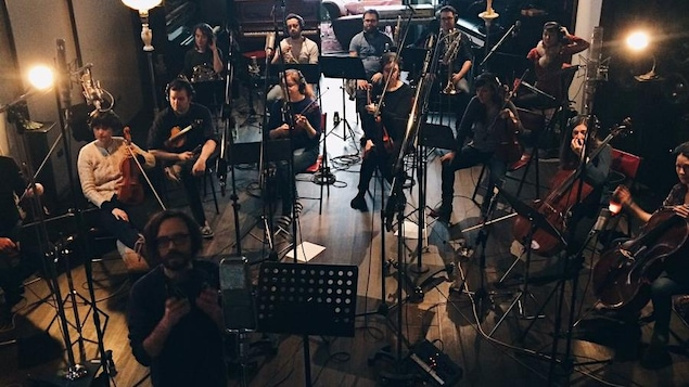 Philippe B, au bas de la photo, à gauche, prépare un nouvel album