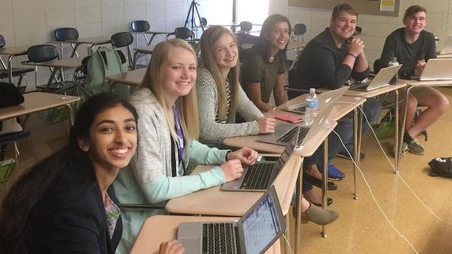 L'enquête de ces six élèves de l'école secondaire Pittsburg, au Kansas, a mené à la démission de leur nouvelle directrice.