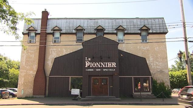 Des résidents de Pointe-Claire se battent pour protéger ce bâtiment de la démolition. Ils défendent son caractère patrimonial.