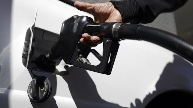 La réglementation des prix de l'essence a fait en sorte que les consommateurs paient plus cher, selon un groupe de recherche.