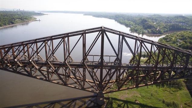 Le pont de Québec.