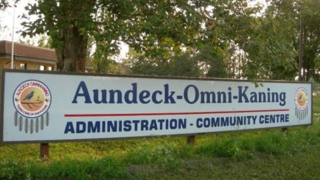 La Première Nation Aundeck Omni Kaning est située sur l'île Manitoulin, près de Little Current, dans le Nord de l'Ontario.