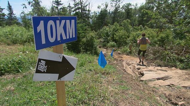 1000 coureurs ont participé au  6e Québec Méga trail au Mont-Sainte-Anne.