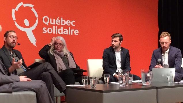[De gauche à droite] Jean-François Lessard, Manon Massé, Gabriel Nadeau-Dubois et Sylvain Lafrenière, de Québec solidaire.