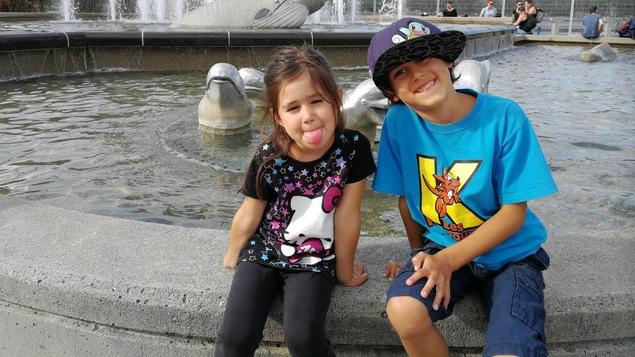 Le jeune Rafael Lanthier et sa soeur Simone.
