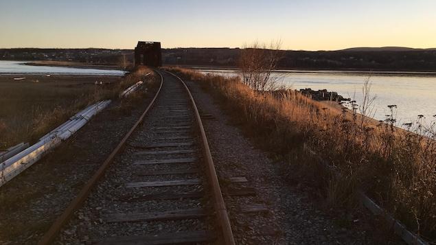 Le chemin de fer a besoin d'être restauré pour permettre le retour du rail entre Caplan et Gaspé.