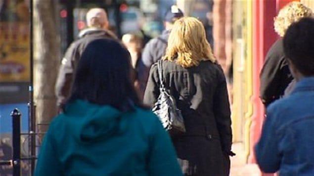 Une foule dans la rue