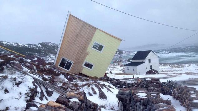 Une maison couchée sur son flanc