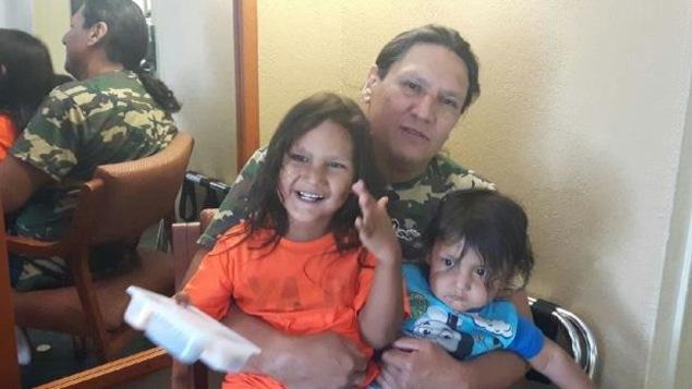 Robert Epp et ses enfants, Freedom, 4 ans, et Mistatim, 16 mois. Photo soumise par la famille.