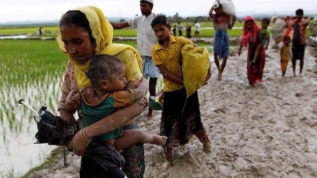 L'exode des Rohingya s'accélère