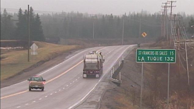 Roberval r clame l 39 entretien optimal de la route 155 ici for Piscine mobile sur camion