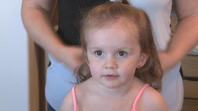 La petite Ruby n'a pas pu aller aux toilettes situées le plus près de son siège, celles de la classe affaires, lors d'un vol récent entre Halifax et Calgary. Elle a fini par se soulager dans son siège.