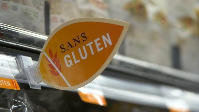 une étiquette «sans gluten» dans une épicerie