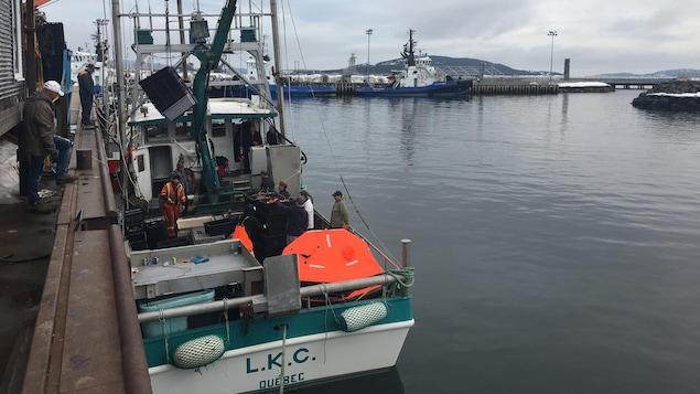 Le LKC a été remorqué au port de Sept-Îles.