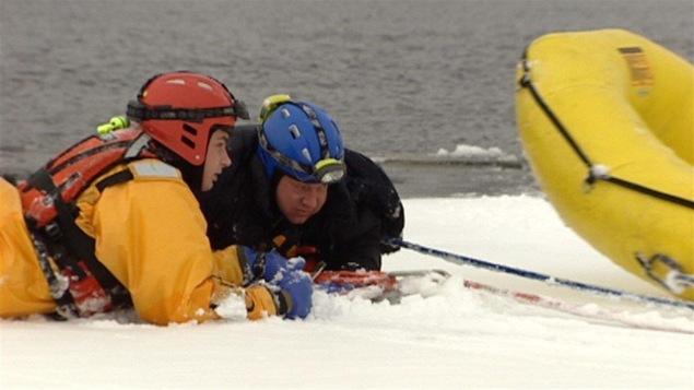 Exercice de sauvetage sur glace sur le lac Waterloo ce week-end