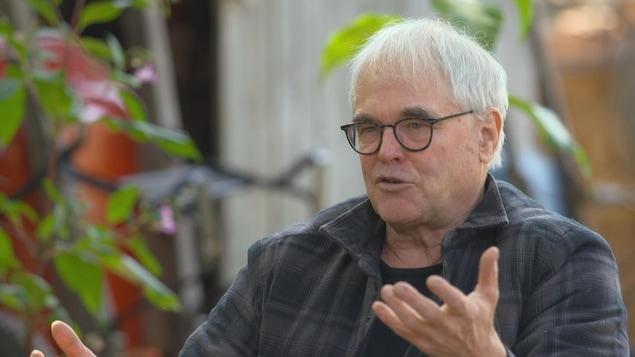 Yves Gagnon a transformé son petit lopin de terre pour en faire un jardin d'une rare beauté.