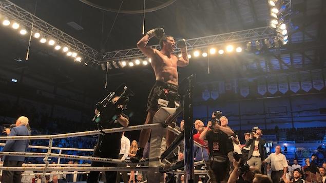 Simon Kean a remporté son combat revanche contre Dillon Carman.