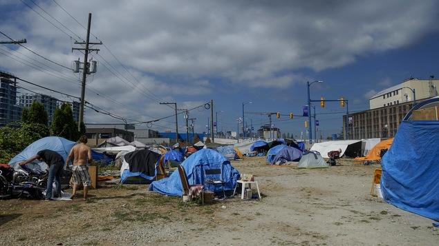 Le village de tentes de Sugar Mountain dans l'est de Vancouver